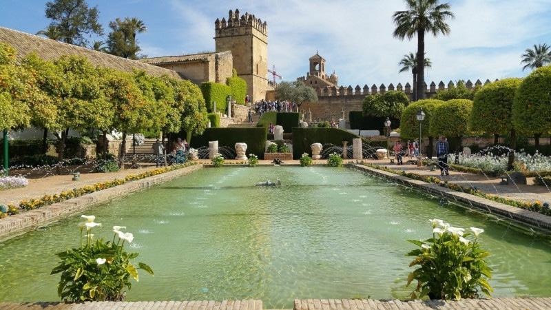 mediterraner palastgarten spanien