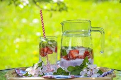 Pfefferminz Limonade mit Erdbeeren